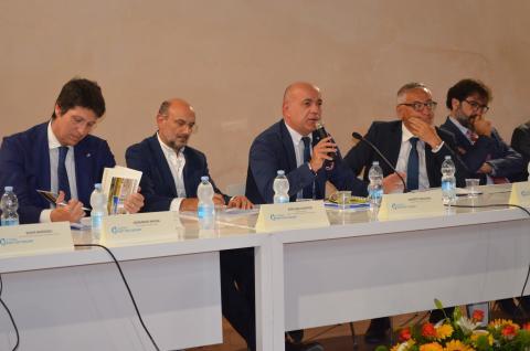 Cruising in Livorno and its economic impact in Tuscan - Κεντρική Εικόνα