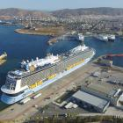 Piraeus Port welcomes Royal Caribbean's Ovation of the Seas - Κεντρική Εικόνα