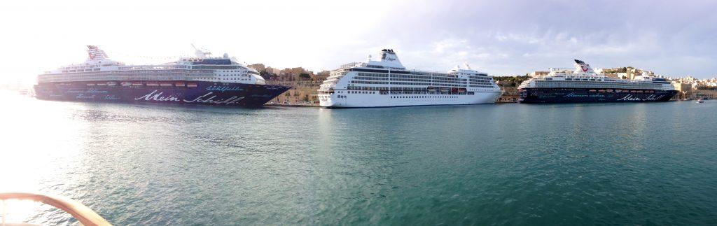 Valleta Cruise Port: TUI Cruises' Mein Schiff 1 meets Mein Schiff 2 - Κεντρική Εικόνα