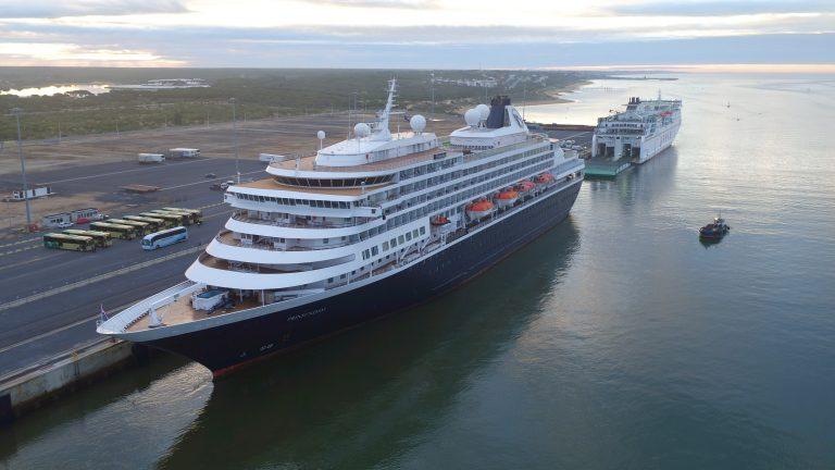 Port of Huelva welcomes Holland America's Prinsendam - Κεντρική Εικόνα