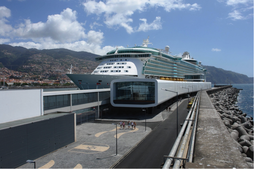 """Madeira launches """"Green Corridor"""" for vaccinated passengers and crew members  (April 2021)"""